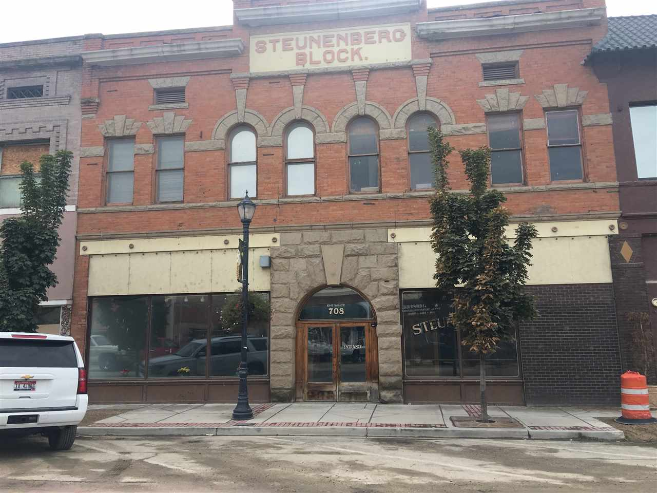 FOR LEASE ONLY, Building not for sale! Seller has architectural drawings for renovation on Plaza side of building. The building has total approximate 12,000 sq ft,  6000 sq. ft. main level and 6000 sq.ft. upper level. Can have more than one tenant on each floor. Owner is open to dividing spaces to fit your needs. Past uses attorney offices, counselors, art gallery. What do you want to bring to Caldwell, restaurant, retail, offices, event center? NNN Lease including pro-rata portion of common area per floor.