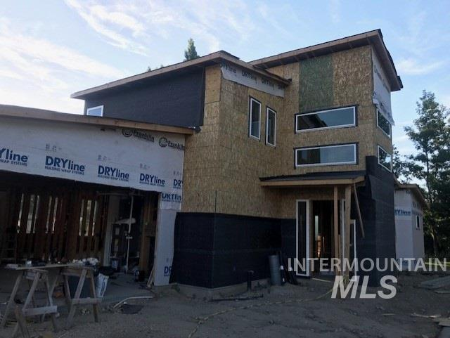 Gorgeous new construction in SE Boise close to greenbelt, schools, parks, and shopping. The modern open floor plan features soaring ceilings with over sized doors, large windows, and a gas fireplace. The kitchen was built for a chef with tons of cabinetry, quartz counter tops, and upgraded stainless appliances. Main level master suite with patio access, soaker tub, tiled shower and walk in closet. Yard is fully fenced and landscaped with a large covered patio.